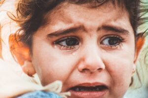 a little girl crying to represent what happens if you don't do your due diligence on law firms