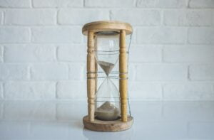 an hourglass to symbolise saving time when creating content marketing